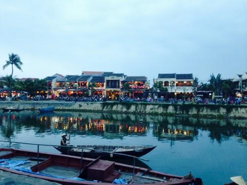 Ngắm hoàng hôn về trên bến sông Hoài – Hội An