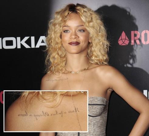 Rihanna<br/>Dòng chữ được biết ngược ở ngực phải của cô có nghĩa: Không bao giờ thất bại - Luôn là một bài học. Giải thích trong show của Ellen DeGeneres, cô cho biết dòng chữ được viết ngược để bất cứ khi nào soi gương cô đều đọc được nó, và cô sẽ hiểu rằng mắc sai lầm là điều không có gì phải xấu hổ, chỉ là đừng mắc lại sai lầm ấy đến lần thứ 2.
