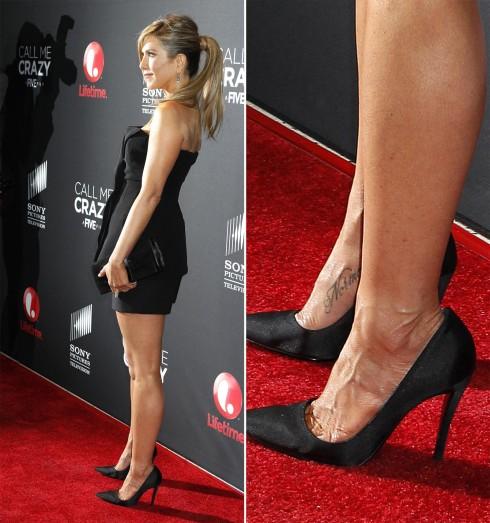 Jennifer Aniston   <br/>Nữ diễn viên Friends có một hình xăm trên bàn chân phải, đó là tên của chú chó Norman, cũng là người bạn thân thiết của cô đã ra đi ở tuổi 15 năm 2011.