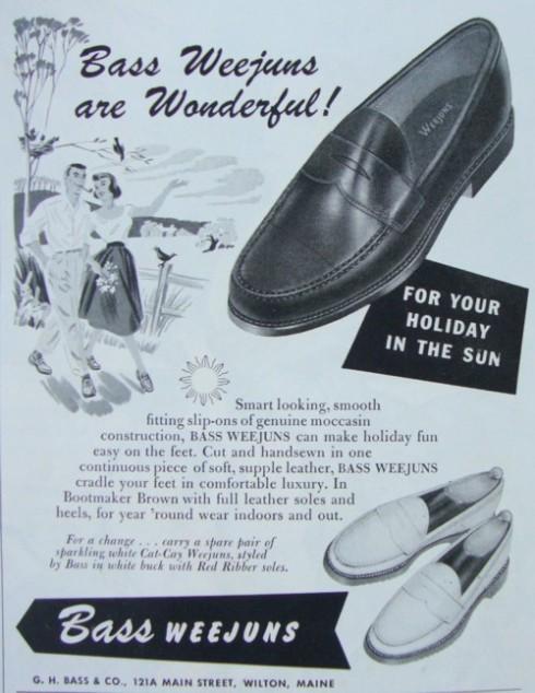 Hãng giày G. H. Bass giới thiệu phiên bản loafer đầu tiên vào năm 1936 và gọi nó là Weejuns, đặt theo tên của loại giày xỏ chân vào dễ dàng của những nông dân người Na Uy. Tuy nhiên giày loafer đã xuất hiện từ trước đó dưới bàn tay của công ty Spaulding Leather vào năm 1933. Thế nhưng chính Bass mới là nhà tiên phong đưa phần đai với khoảng hở hình đôi môi vào phần trên thân giày