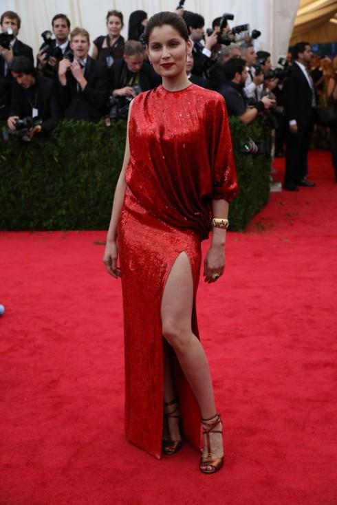 Laetitia Casta trong trang phục Givenchy.