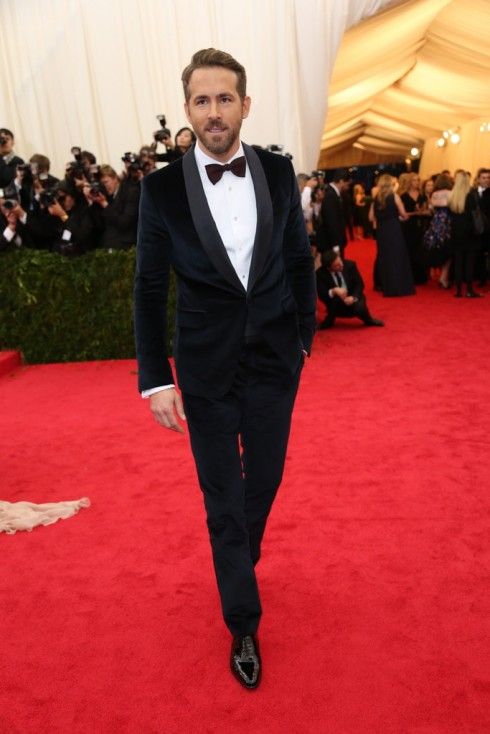 Ryan Reynolds bảnh bao với trang phục Gucci.