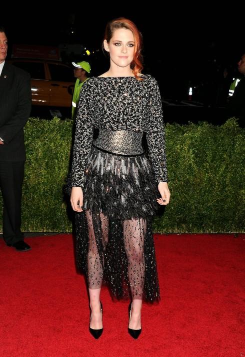Kristen Stewart gây ấn tượng với thiết kế của Chanel.