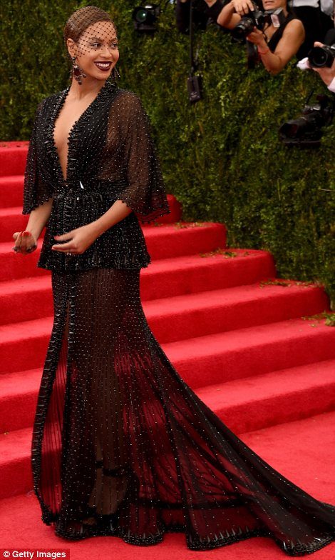 Beyonce diện đầm của Stella McCartney.