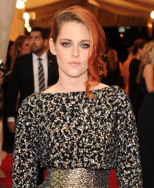 Kristen Stewart luôn chọn cách đánh mắt khói để làm nổi bật đôi mắt xanh biếc của cô.