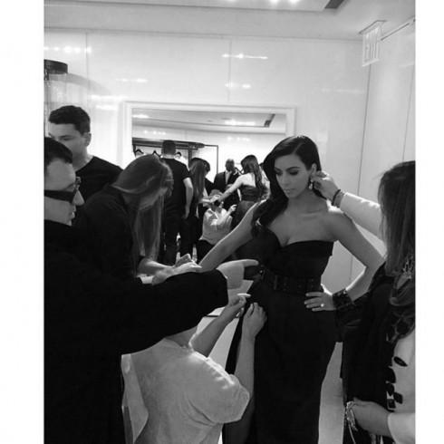Kim Kardashian trước giờ G của Met Gala 2014.