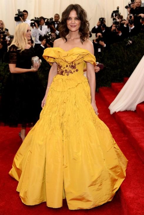 Katie Holmes lựa chọn chiếc đầm vàng của Marchesa