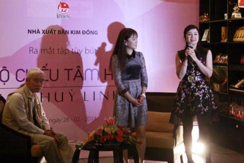 NSƯT Thu Hà tại buổi ra mắt sách.
