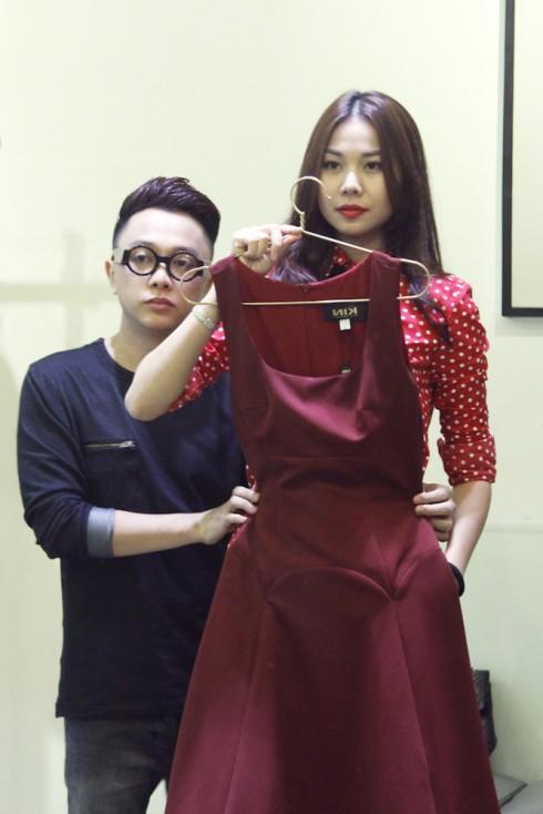 Công Trí chăm chút trang phục cho Thanh Hằng trong chuyến đi Hong Kong sắp tới của cô.