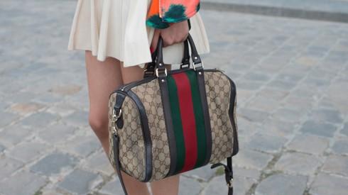 Một chiếc túi logo Gucci cổ điển