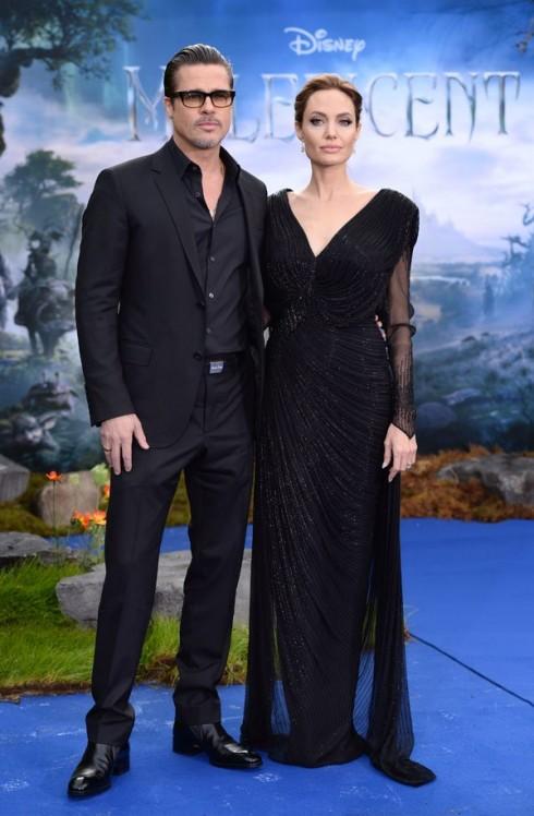 Đầu tháng 5/2014, Angelina Jolie đi cùng Brad Pitt trong buổi tiệc chiêu đãi thân mật cho bộ phim Maleficient tại London, Anh. Cô xuất hiện sang trọng trong chiếc đầm Atelier Versace.