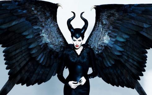 Việc Angelina Jolie tái xuất sau 4 năm vắng bóng màn ảnh kết hợp với sự đầu tư công phu của Disney đã biến Maleficent trở thành bộ phim được trông đợi nhất nửa đầu năm 2014. Phim sẽ được khởi chiếu tại Việt Nam từ 30/5