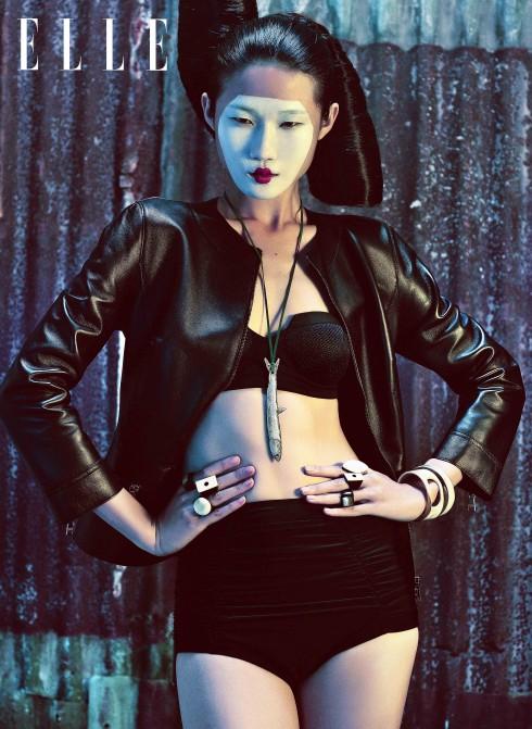 Áo khoác da Dolce & Gabbana (Luala Milano), Áo bikini và quần Trương Thanh Long, Vòng cổ Gallery Vivekkevin, Nhẫn, vòng tay Đu Đủ