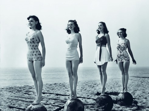 Vào thế kỷ 20, chiếc áo bơi nói lên sự bình đẳng của phụ nữ trong xã hội.