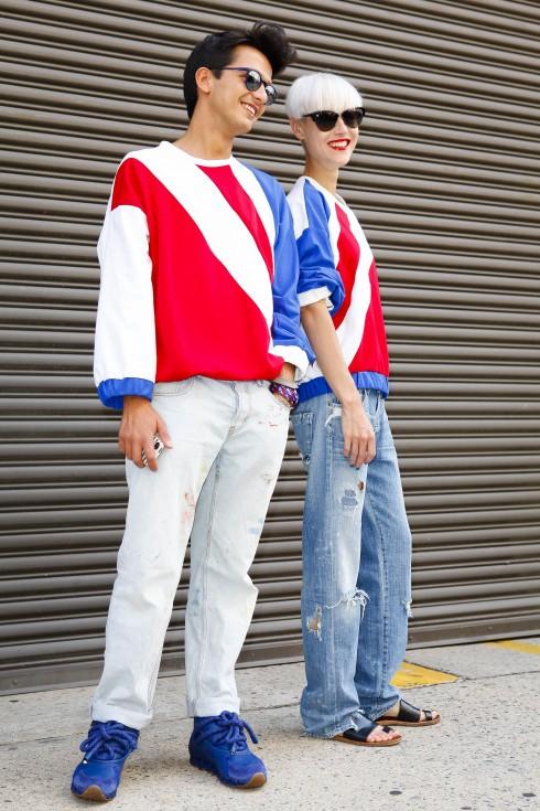 Alessandro: Áo Alte, quần jeans Moschino. Linda: Áo Alte, quần jeans Goldsign