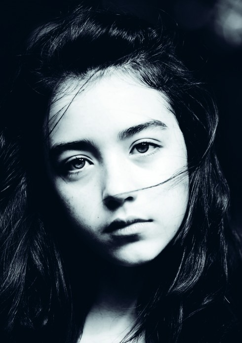 Chỉ có thể là một điều khiến tôi yêu tấm ảnh này nhất: Đôi mắt của Caitlin. Tôi gọi đó là ánh mắt 1 triệu. Nó như 1 tấm gương, 1 triệu người nhìn vào, sẽ thấy câu chuyện, thấy những gì ẩn chứa trong lòng mình mà không ai hiểu được. 1 triệu người, 1 triệu đáp án, không ai giống ai.