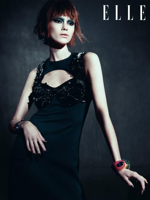 Đầm và vòng tay Prada