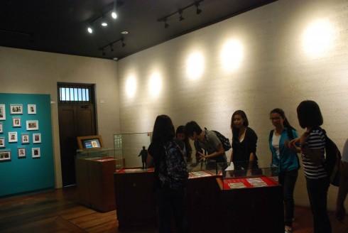 Khu triển lãm và chiếu phim giúp du khách tìm hiểu về thời kỳ 3 thế kỷ thuộc địa và lịch sử đấu tranh giành độc lập của Philippines.