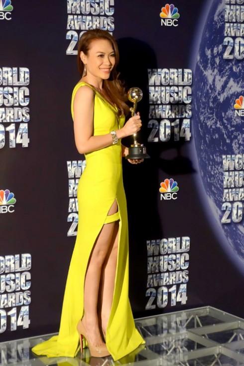Mỹ Tâm nhận cúp World Music Awards tại Monaco
