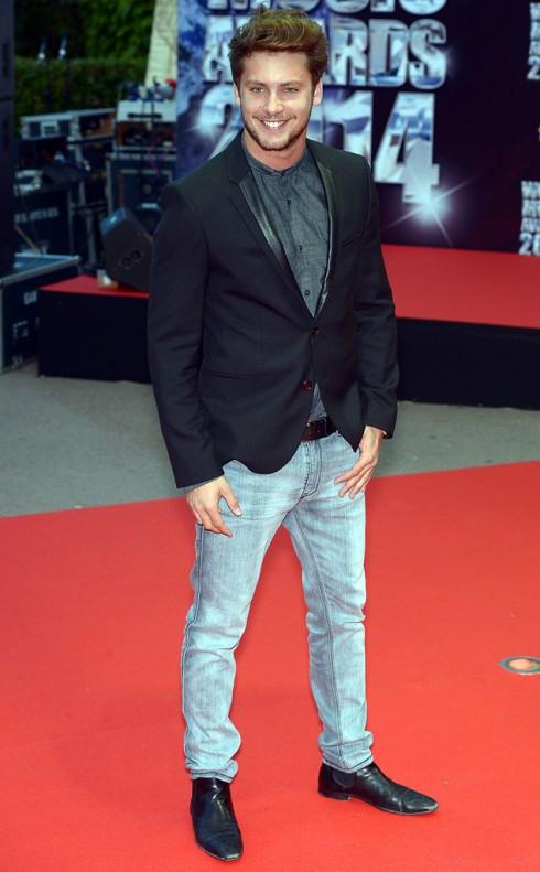 Ca sĩ Bastian Baker trên thảm đỏ