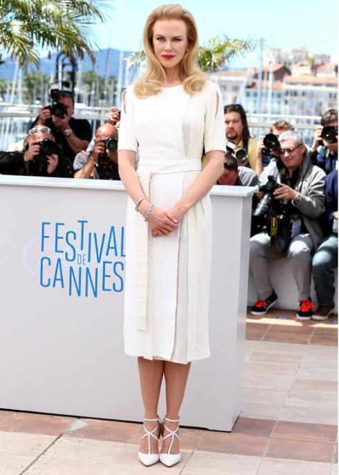 5. Nicole Kidman <br/>Nicole Kidman đẹp rạng ngời trong chiếc váy Armani Privé và Altuzarra khi quảng bá cho bộ phim Grace về công nương Grace Kelly mà cô thủ vai chính.  <br> <br> Ảnh: Nicole Kidman trong thiết kế Altuzarra