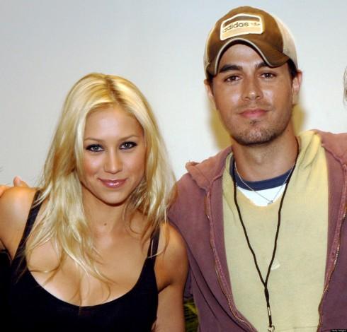 Enrique với bạn gái lâu năm Anna Kournikova.