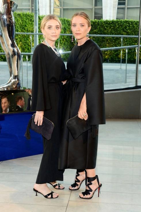 Mary-Kate và Ashley Olsen trong thiết kế The Row
