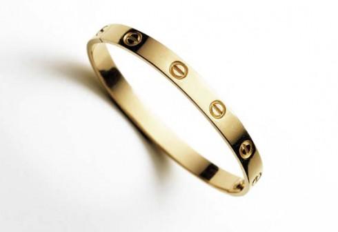 Vòng đeo tay Love bằng vàng đầu tiên. Cartier New York, 1970
