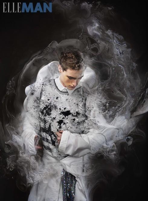 Áo sơmi, áo khoác chất liệu nylon và tạp dề Givenchy By Riccardo Tisci, Áo khoác chất liệu plastic Cottweiler, Áo vest đính kim sa và quần Ashish