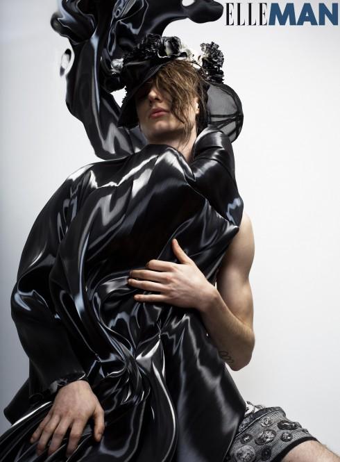 Áo khoác và mũ Rafael Kouto, Quần shorts Dolce & Gabbana