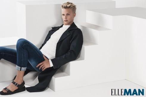 Quần jean Brunello, Áp sweater Balenciaga, Áo khoác dài Lanvin, Sandals Givenchy