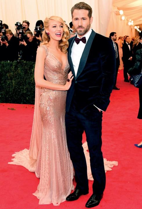 Một trong những lần hiếm hoi Ryan Reynolds xuất hiện cùng cô vợ mới cưới nóng bỏng Blake Lively trên thảm đỏ, và họ đã cùng chọn trang phục Gucci.