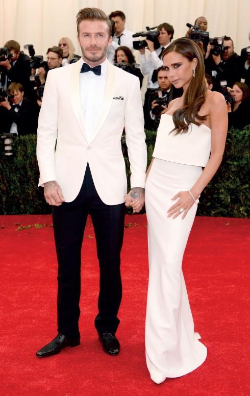 """""""Cặp đôi phối hợp trang phục cùng màu đẹp nhất"""": David Beckham chọn Ralph Lauren Black Label và Victoria Beckham mặc thiết kế của Victoria Beckham."""