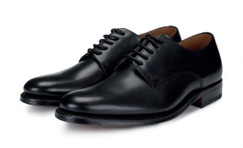 Giày Oxford cổ điển<br/>Mẫu giày không thể thiếu cho những sự kiện trang trọng - Giày Oxford phải luôn được giữ sạch và đánh bóng.