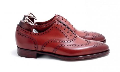 Giày Wing-Tip <br/>Một đôi Wing-Tip cũng trang trọng không kém Oxford nhưng sành điệu hơn. Bạn nên chọn những đôi khỏe khoắn nhưng cũng đừng quá tẻ nhạt.