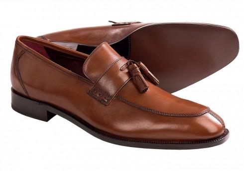 Giày lười (Loafer) <br/>Kiểu giày mang đậm chất Mỹ, dành cho những chàng trai không thích mất thời gian cột dây giày. Loafer phù hợp cho phong cách công sở và dùng trong những ngày nghỉ cuối tuần.