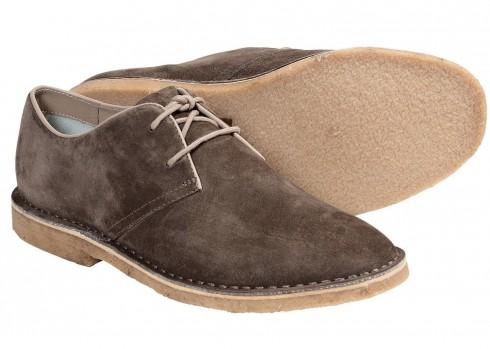 Giày Buck cổ điển <br/>Được cải tiến liên tục và thường làm bằng da lộn, giày Buck hợp với quần jeans và kaki, tạo cho bạn vẻ ngoài chỉn chu và lịch sự hơn so với sneaker.