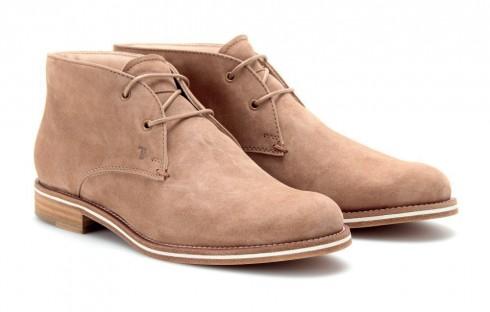 Giày bốt Desert <br/>Cổ giày cao ngang mắt cá chân, thường được làm bằng da bê hoặc da lộn, chỉ có 2 hoặc 3 lỗ để xỏ dây. Vì loại giày này có phong cách cao bồi và bụi bặm, bạn không nên diện chúng đến những sự kiện quan trọng.