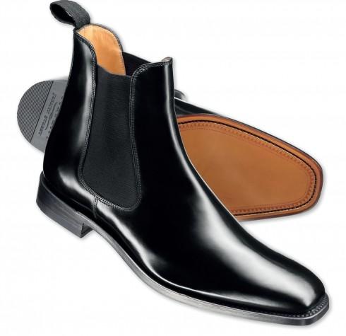 Giày bốt Chelsea <br/>Kiểu giày ban đầu dành riêng để cưỡi ngựa, bằng da và có cổ cao ôm sát cổ chân, đặc biệt có phần làm vải thun dày để hỗ trợ và bảo vệ mắt cá chân.