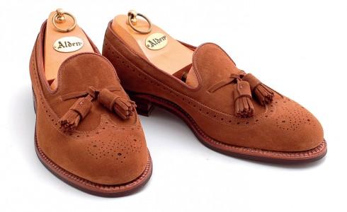 Giày loafer làm bằng da lộn