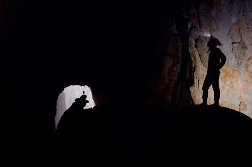 Con người trở nên bé nhỏ trong hang động lớn nhất thế giới