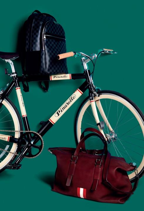 Trên: Louis Vuitton Dưới: Bally