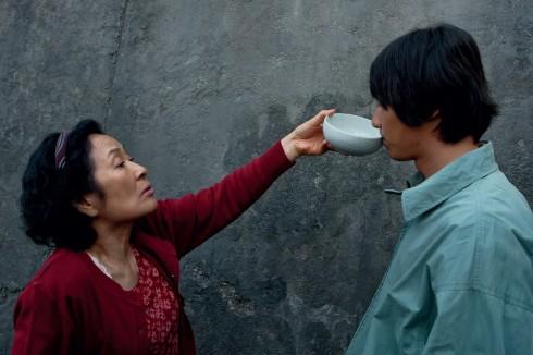 Mother - bộ phim có sự góp mặt của mỹ nam Won Bin trong vai một thanh niên kém phát triển trí tuệ.