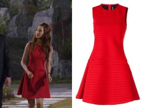 Chiếc váy liền đáng yêu thuộc hiệu Neil Barrett.
