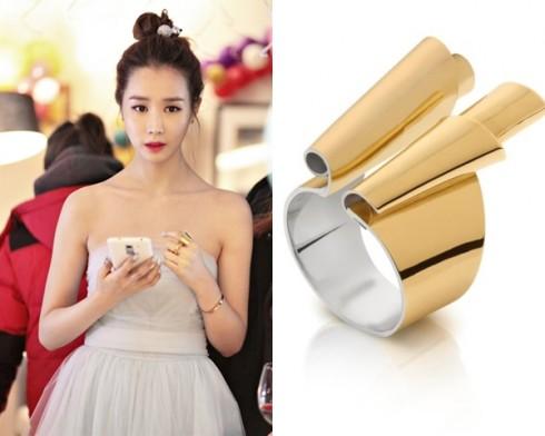 Nhẫn Tous kiểu dáng mới lạ, giá trên 11 triệu đồng, bổ sung thêm vẻ đẹp yêu kiều của mỹ nhân.
