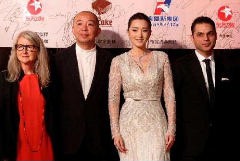 Từ trái qua phải: Đạo diễn và biên kịch người Đan Mạch Lone Scherfig, đạo diễn Trung Quốc Liu Jie, diễn viên Củng Lợi, diễn viên và đạo diễn Iran Payman Maadi