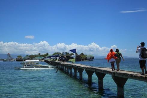 Đường vào đảo Nalusuan, Cebu, Philippines Tác giả Hoàng Hà