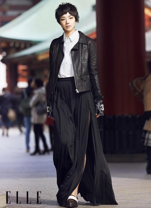 Áo khoác Rick Owens, Sơmi và chân váy Lanvin, Găng tay Chanel, Giày 3.1 Phillip Lim