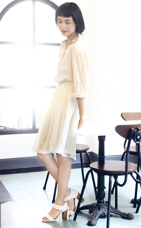 Trong tủ đồ tháng 7: Váy midi dịu dàng