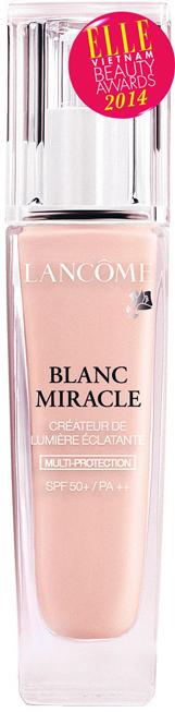 <strong>2. LANCÔME Blanc Miracle Bright-Light Creator</strong><br/>Phấn nền dạng lỏng đa tác dụng với thành phần chống nắng SPF50+ PA++ là một trong những sản phẩm phấn nền với thành phần chống nắng cao nhất tại châu Á. Sản phẩm đem lại nhiều lợi ích cho cả trang điểm lẫn dưỡng da: Khả năng chống nắng mạnh mẽ, hiệu ứng làm sáng da rạng ngời hiệu quả, chứa thành phần dịu nhẹ. Với 4 tông màu khác nhau dành cho các nhu cầu riêng biệt dễ dàng hòa quyện lên làn da châu Á. 1.150.000 VNĐ